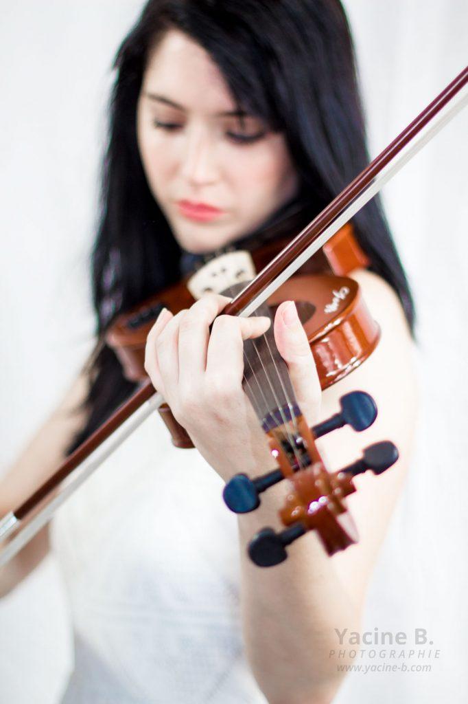 La violoniste est le violon - Yacine Belkheiri #1