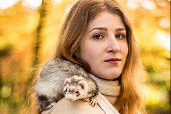 La Demoiselle et le Furet - Série de portraits par Yacine B.